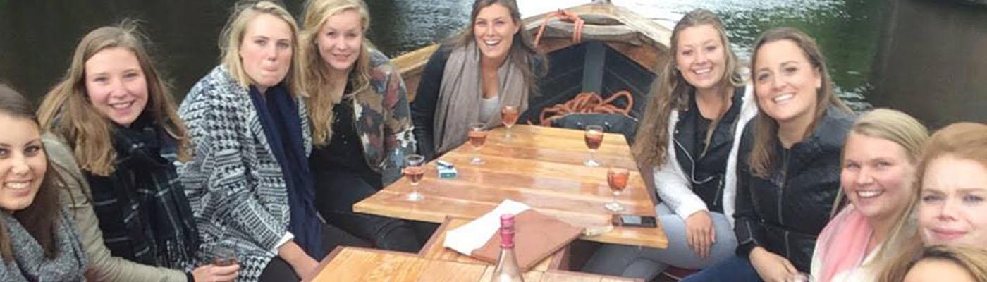 Een boot vol vrouwen